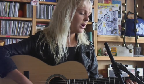 Laura Marling performs new song